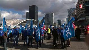 Des agents de sécurité manifestent, le 2 novembre 2016 à La Défense. (FRANCE 2)