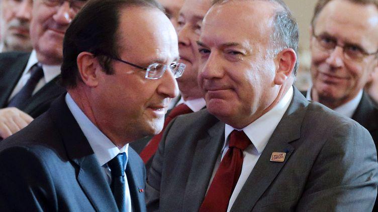 François Hollande (G) et Pierre Gattaz, patron du Medef, le 21 janvier 2014 à l'Elysée à Paris. (PHILIPPE WOJAZER / POOL / AFP )