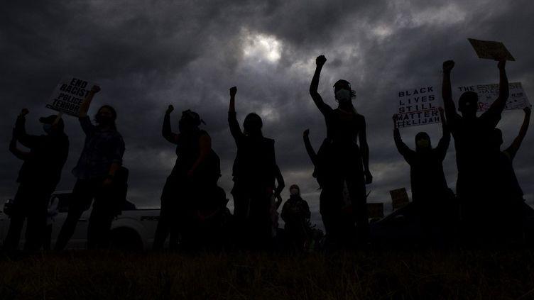 Des manifestants, le 25 juillet 2020, dans le Colorado. (MICHAEL CIAGLO / GETTY IMAGES NORTH AMERICA / AFP)