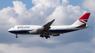Un avion de la compagnie British Airways, le 17 juillet 2020. (NICOLAS ECONOMOU / NURPHOTO / AFP)