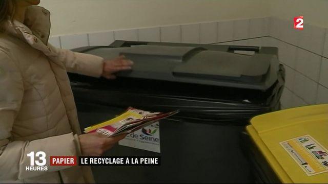 Environnement : le recyclage du papier à la peine