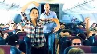 Les danseuses de Kanye West dans un avion australien.  (Droits réservés)