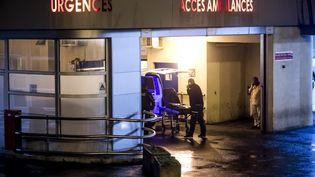 L'entrée du service des urgences de l'hôpital Bichat à Paris, le 12 janvier 2017. (MAXPPP)