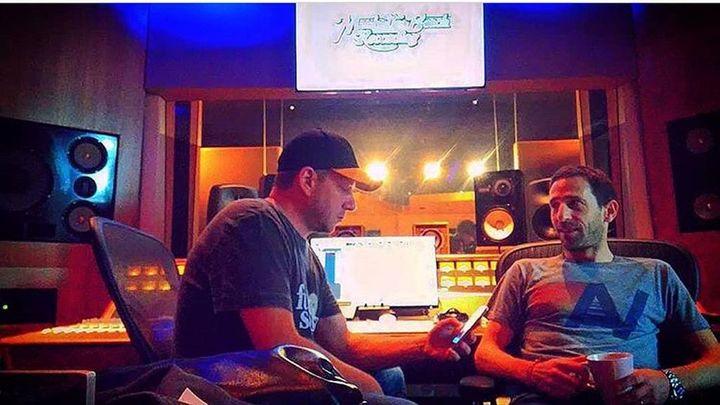 """Rockin' Squat en studio avec Stéphane Green, qui a entièrement co-produit l'album """"432"""" de RCKNSQT. (TOUS DROITS RÉSERVÉS)"""