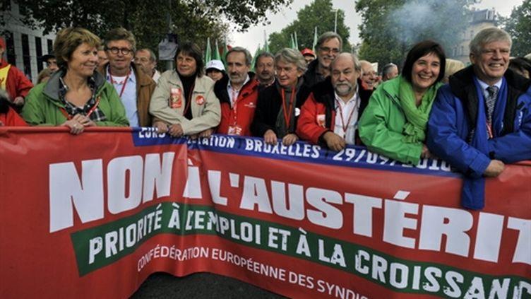 Manifestants de pays européens, à Bruxelles, le 29/09/10 (AFP/Georges Godet)