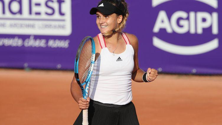 La tenniswoman française Clara Burel, ici après sa première victoire sur le circuit WTA, au tournoi de Strasbourg le 20 septembre 2020 (JEAN-MARC LOOS / MAXPPP)