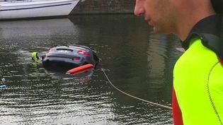 Lundi 24 août, une automobiliste a été sauvée de la noyade par des riverains, à Dinan (Côtes-d'Armor), après avoir perdu le contrôle de son véhicule. (France 2)