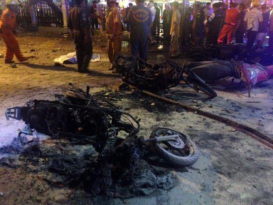 Sur les lieux de l'explosion, le 17 août 2015,à Bangkok (Thaïlande). (AIDAN JONES / AFP)