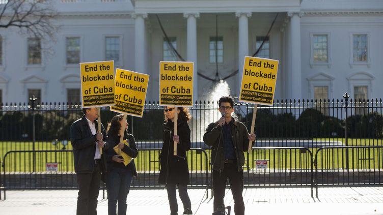 """(""""Blocus"""" (blockade en anglais) est le therme embloyé par les opposants à ces mesures © SipaPress)"""