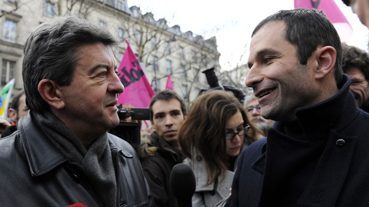 Jean-Luc Mélenchon et Benoît Hamon, à Paris, le 21 janvier 2010. (GONZALO FUENTES / REUTERS)