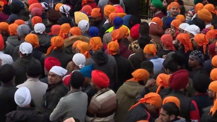 Les Sikhs fêtent dimanche 14 avril l'anniversaire de la naissance de leur religion, qui compte 2 millions de fidèles dans le monde. Une petite communauté existe en France. (FRANCE 3)