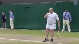 Le spectateur invité lors d'un match amical de double féminin, vendredi 14 juillet 2017 à Wimbledon (Royaume-Uni). (WIMBLEDON)