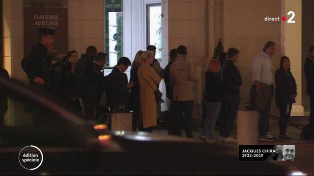 Mort de Jacques Chirac : les Parisiens affluent au Palais de l'Elysée pour signer le registre de condoléances