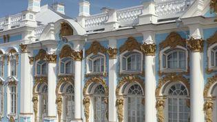 Rendez en Russie, au Palais de Catherine, à quelques kilomètres de Saint-Pétersbourg. Un palais qui conjugue faste et style un peu tapageur, mais aussi souci de discrétion grâce à quelques astuces étonnantes. (CAPTURE ECRAN FRANCE 2)