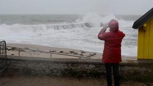 Les fortes vagues provoquées par la tempête Eleanor sur la côte à Batz-sur-Mer, en Loire-Atlantique, le 3 janvier 2018? (QUENTIN TRIGODET / AFP)