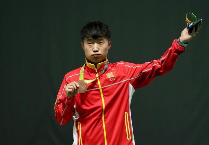Le ChinoisYuehong Li médaillé de bronze au tir au pistolet le 13 août 2016 aux JO de Rio (Brésil). (FRISO GENTSCH / DPA / AFP)