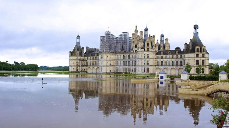 Le château de Chambord (Loir-et-Cher), dont les jardins sont inondés, le 1er juin 2016. (LUDOVIC LETOT / AFP)