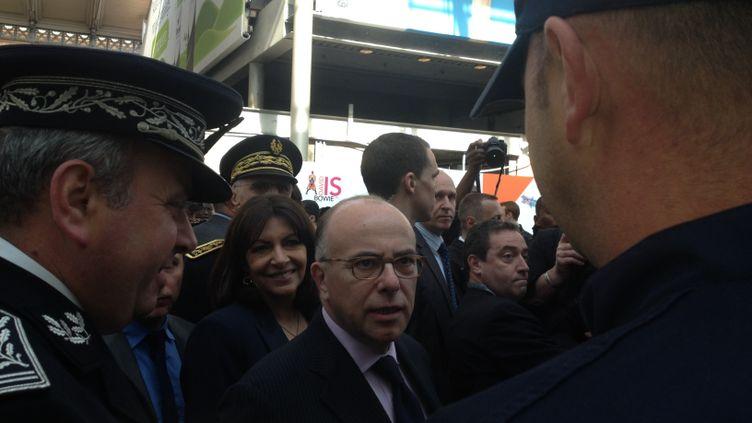 (Bernard Cazeneuve, ministre de l'Intérieur et Anne Hidalgo, maire de Paris à la Gare du Nord à Paris © Nathalie Bourrus - Radio France)