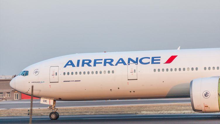 Un avion Air France à l'aéroport de Pékin, en Chine, le 22 novembre 2014. (LIU YUANRUI / IMAGINECHINA / AFP)