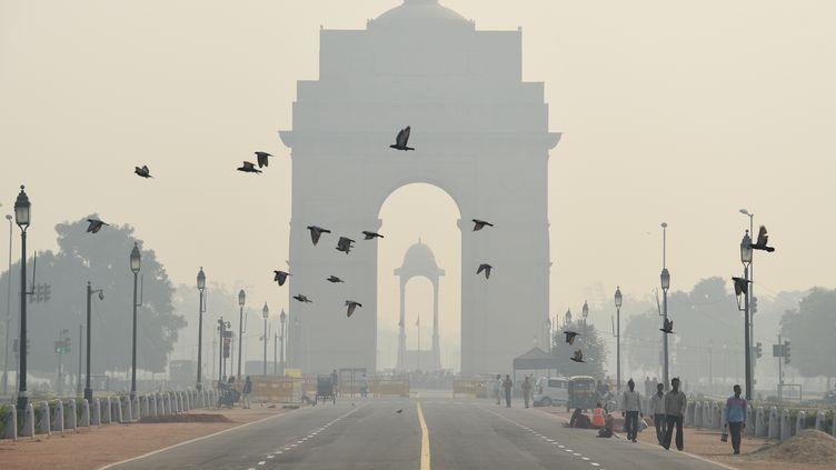 Un nuage de pollution recouvre New Delhi, la capitale indienne, le 28 octobre 2016. (DOMINIQUE FAGET / AFP)