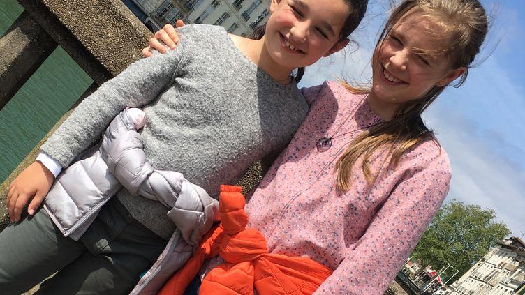 Emma et Clémence, deux jeunes Bayonnaises. (INGRID POHU / RADIO FRANCE)