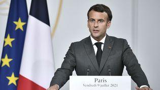 Le président de la République Emmanuel Macron à Paris, le 9 juillet 2021. (STEPHANE DE SAKUTIN / POOL / AFP)