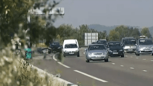 Une des pistes évoquées : réduire la vitesse maximale de 130 à 120 km/h sur les autoroutes, de 90 à 80 km/h sur les routes nationales. ( FRANCE 2 / FRANCETV INFO)