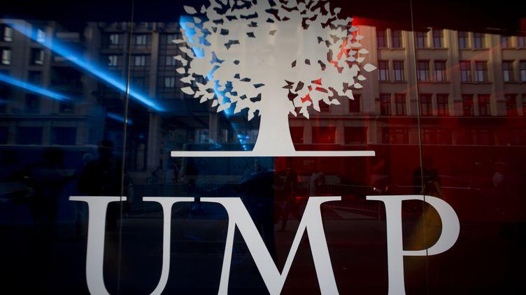 Le logo de l'UMP, au siège du parti à paris, le 16 septembre 2014. (KENZO TRIBOUILLARD / AFP)