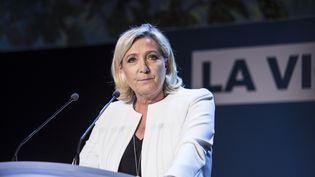 La présidente du Rassemblement national, Marine Le Pen, s'exprime après que la liste du RN est arrivée en tête lors des élections européennes, le 26 mai 2019 à Paris. (YANN CASTANIER / HANS LUCAS / AFP)