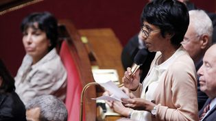 La députée socialiste de la RéunionEricka Bareigts pose une question au gouvernement à l'Assemblée nationale, le 11 juiillet 2012. (PIERRE VERDY / AFP)