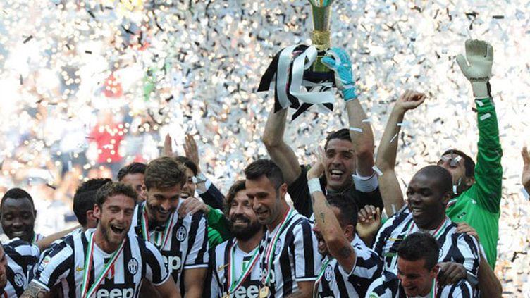 Les joueurs de la Juventus fêtent le 32e titre de champion d'Italie de l'histoire du club
