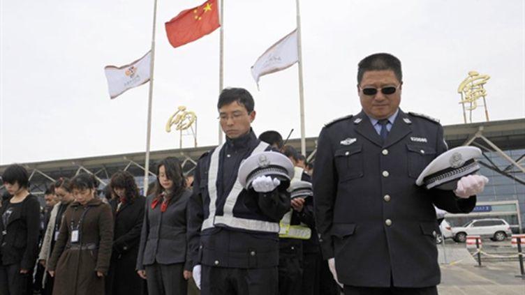 Toute la Chine a observé trois minutes de silence le 21 avril 2010 une semaine après le séisme qui a fait 2064 morts (AFP)