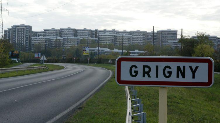 Le quartier de Grigny 2, dans l'Essonne, le 7 novembre 2005. (MAXPPP)