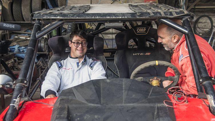 Lucas Barron (à gauche) et son père Jacques, le 18 décembre 2018 à Lima (Pérou). (ERNESTO BENAVIDES / AFP)