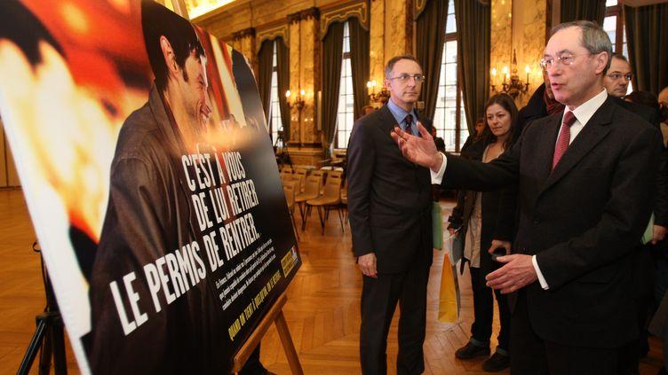 Le ministre de l'Intérieur, Claude Guéant, en visite à Troyes (Aube) sur le thème de l'alcool au volant, le 16 décembre 2011. (JEROME BRULEY / L'EST ECLAIR / MAXPPP)