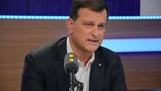 Louis Aliot, ancien député et actuellement maire RN de Perpignan. (JEAN-CHRISTOPHE BOURDILLAT / FRANCE-INFO)