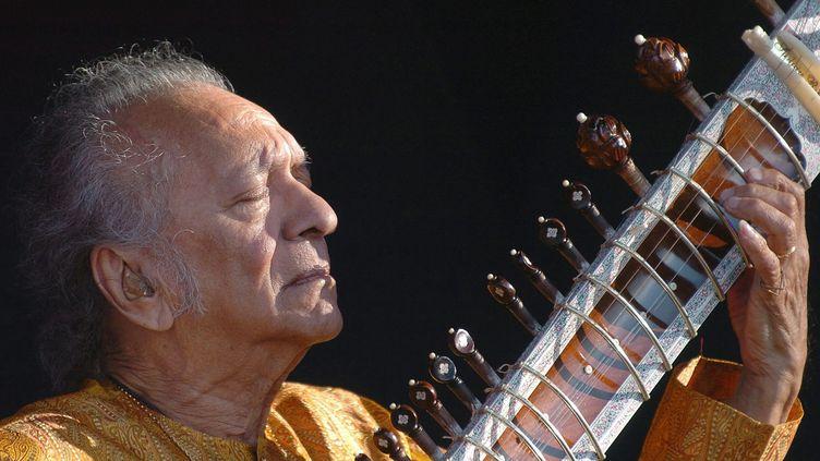 Ravi Shankar lors de son concert au Paléo festival, à Nyon (Suisse), le 19 juillet 2005. (SANDRO CAMPARDO / MAXPPP)