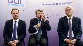 Jean-Christophe Lagarde (à gauche) et Hervé Morin (à droite),les deux candidats présents au second tour de l'élection à la présidence de l'UDI. L'un des deux succédera à Jean-Louis Borloo (au centre). (BERTRAND GUAY / AFP)