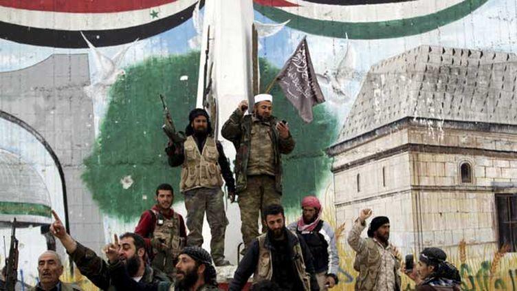(Les combattants islamistes se sont emparés samedi de la ville syrienne d'Idlib, selon L'OSDH © REUTERS/Khalil Ashawi)