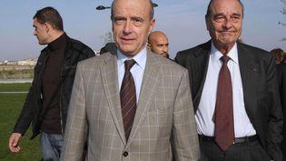 Alain Juppé et Jacques Chirac, le 21 novembre 2009 à Bordeaux (Gironde). (SAURA PASCAL / SIPA)