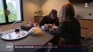 La crise sanitaire a rendu les services à domicile beaucoup plus communs. La demande a bondi avec l'épidémie de coronavirus. (France 2)