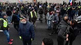 """Des """"gilets jaunes"""" manifestent à Paris, le 16 novembre 2019. (MAXPPP)"""