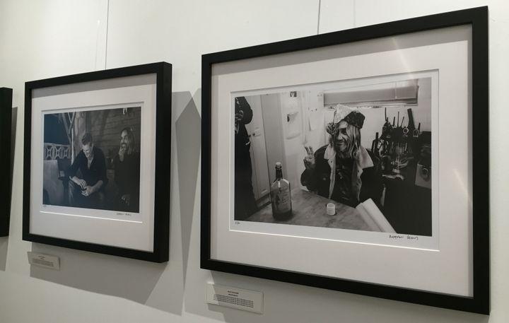 Deux photos d'Iggy Pop prises par Matt Helders des Arctic Monkeys, exposées à la French Paper Gallery.  (Laure Narlian / Culturebox)