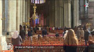 Ce dimanche 10 octobre, les fidèles de la cathédrale de Reims encore sous le choc après les révélations du rapport Sauvé et une rave-party illégale organisée dans le Cher…Toutel'actualité des dernières24hen France. (Capture d'écran France 2)