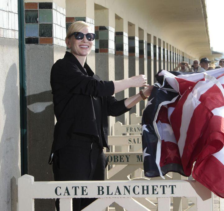 Cate Blanchett inaugure sa cabine de plage à Deauville le 31 août 2013  (CHARLY TRIBALLEAU / AFP)