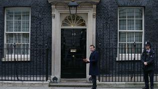 Emmanuel Macron était reçu mardi à Londres par la Première ministre brtitannique Theresa May. (DANIEL LEAL-OLIVAS / AFP)