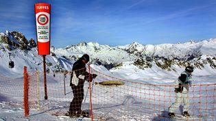 Des skieurs pratiquant le hors-piste sur les pistes de la station de Le Plagne (Savoie). (MAXPPP)