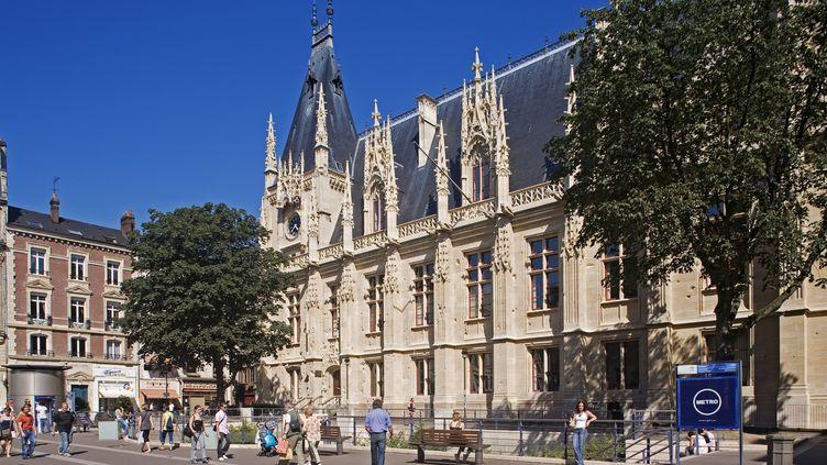 La façade du tribunal de Rouen (Seine-Maritime). (HUGHES HERVE / AFP)