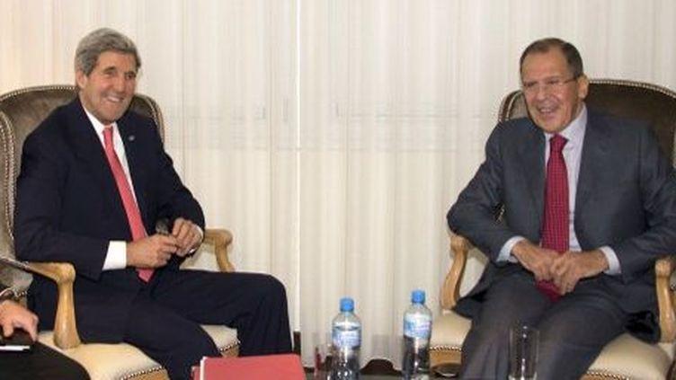John Kerry et son homologue Serguei Lavrov à Genève (lors de négociations sur l'Iran). (ERIC BRIDIERS / US STATE DEPARTMENT / AFP)