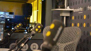 Le studio 421 de franceinfo à la Maison de la Radio. (JEAN-CHRISTOPHE BOURDILLAT / FRANCE-INFO)